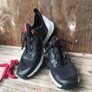 Adidas Terrex 215- light weight running shoe. W9